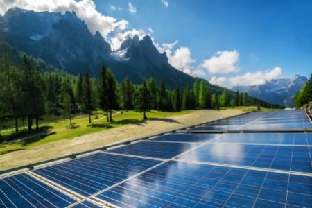 Solar panels for Verizon's net zero ambitions
